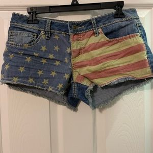Patriotic American flag shorts, size 7.